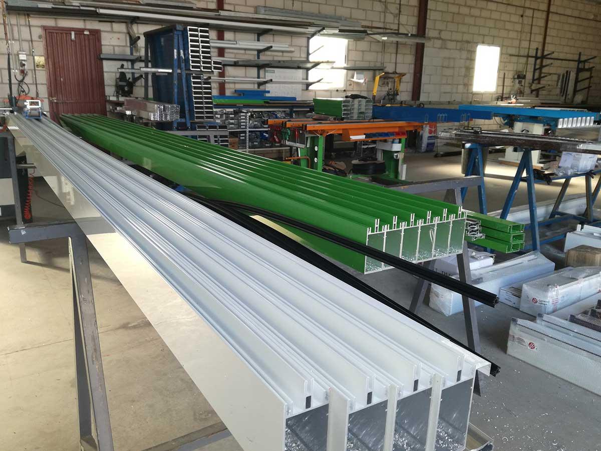 carpinteria-metalica-aluminio-ventanas-profesional-aluminio-y-PVC-casa-instalacion-luz-taller-4